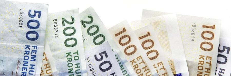 Pengesedler og mønter.
