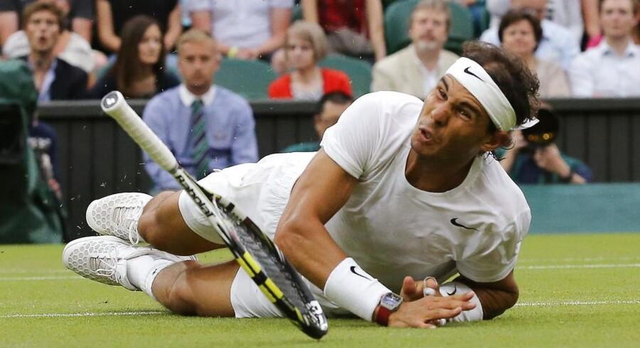 Rafael Nadal varen tur i græsset i sin kamp i Wimbledons tredje runde modMikhail Kukushkinfra Kazakhstan. Men han kompå benene igen - og vandt.