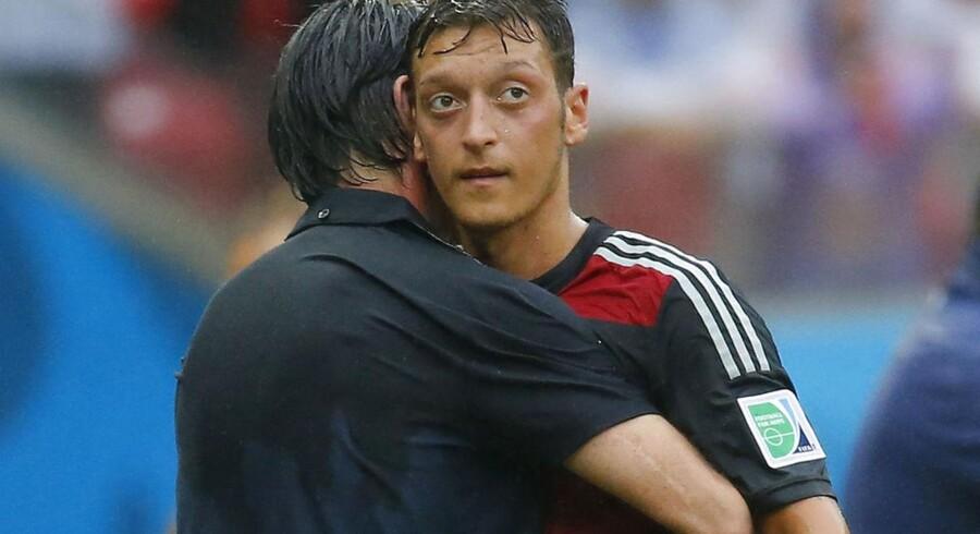 Mesut Özil er en af de muslimske spillere ved VM, som skal beslutte, om han vil faste under ramadanen eller lade være.