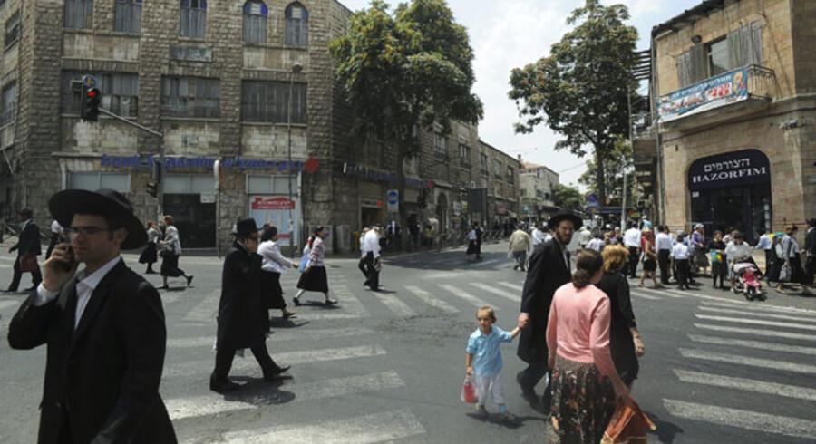 Livet i Jerusalems ortodokse kvarterere er ikke påvirket af de nye forhandlinger. Ingen demonstrationer hverken for eller imod. Måske fordi de færreste tror forhandlingerne vil føre til noget.
