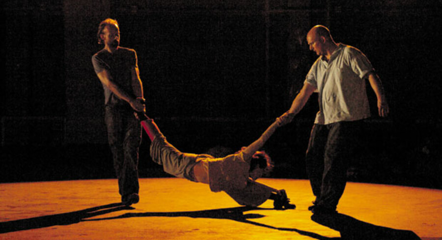 Rå dans om trafficking i Dansehallerne.