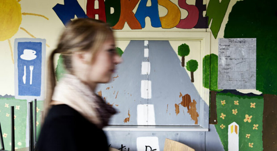 På Lindebjergskolen i Næstved er det fortsat uvist om klasselokalerne kører på sidste år. Trods sin størrelse med 550 elever er skolen lukningstruet.