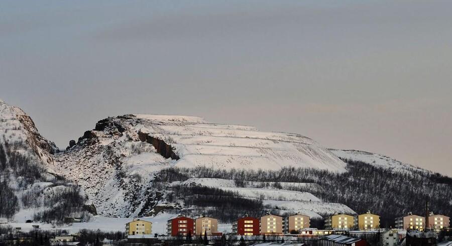 Ti personer er spærret inde i en mineskakt i svenske Kiruna, der netop er kendt for sin minedrift. Her et billede af byen i vintertid.