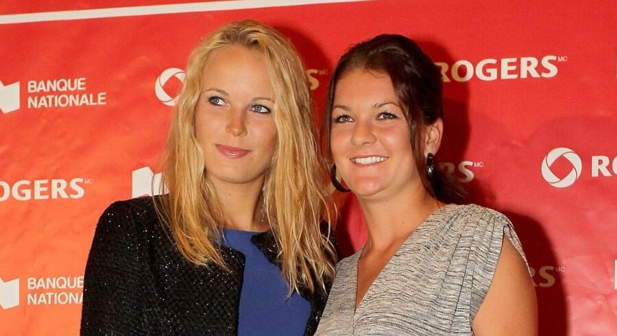 Caroline Wozniacki og polske Agnieszka Radwanska poserer på den røde løber i Montreal, Quebec, Canada.