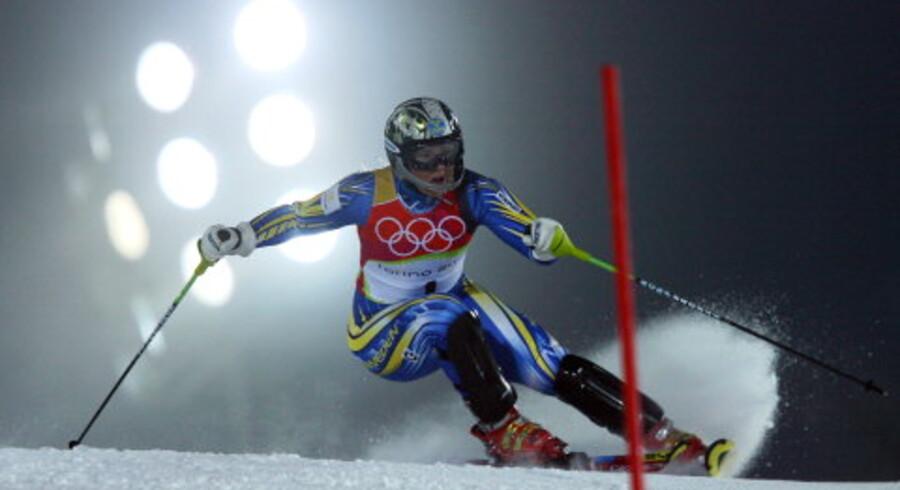 Sveriges Anja Pärson fandt vej ud af tågen under OL-løbet i Sestriere. Hun sikrede sig sin første guldmedalje og fik brudt forbandelsen. Foto: Thomas Coex