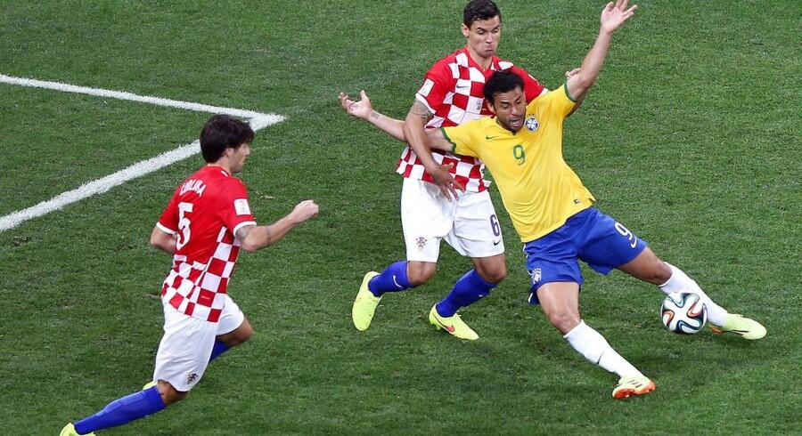 Brasilianske Fred faldt meget let i straffesparksfeltet og slog ud med armene i VM-kampen mod Kroatien. En beskæmmende tendens, mener Berlingskes sportsredaktør.