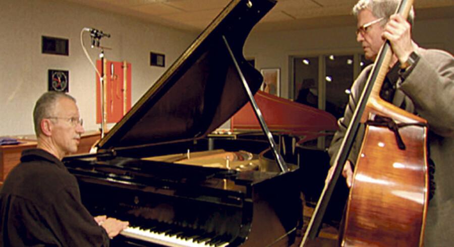 »Jasmine« er det første musikalske møde mellem Keith Jarrett og Charlie Haden, siden »Eyes of the Heart« fra 1976. Den blev til i kølvandet på Reto Caduffs dokumentarfilm om Haden, som Jarrett takkede ja til at medvirke i. Foto fra filmen