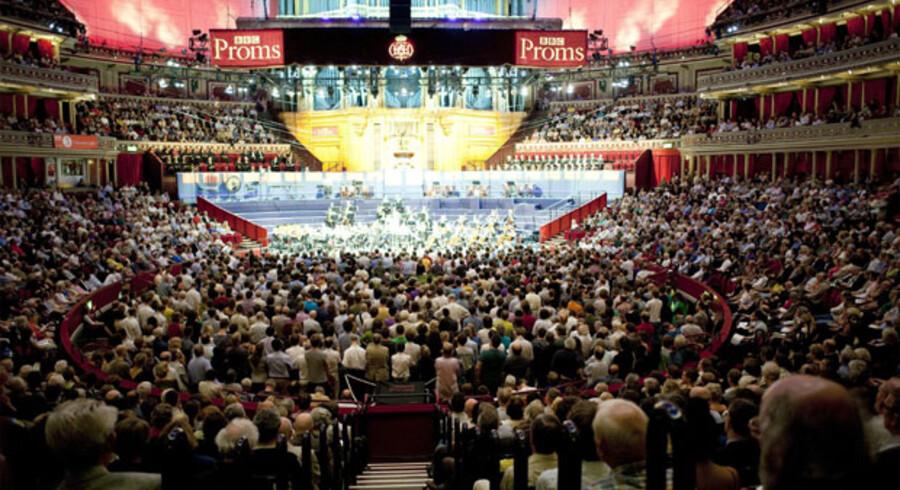Når der er koncert i Albert Hall, fyldes ståpladserne på gulvet først. Det kæmpe rum giver i øvrigt en helt særlig lyd - næsten som i fri luft.