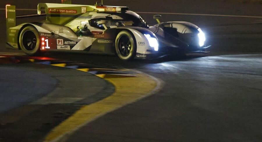En fremragende nat set med danske øjne har sendt Tom Kristensen og Audi #1 fra tredjepladsen op på førstepladsen i Le Mans.