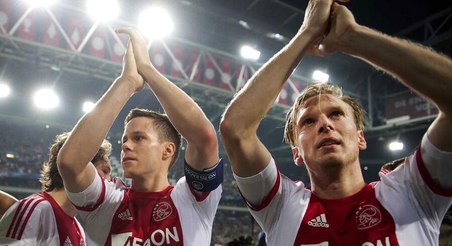 Christian Poulsen (th) har takket af i Ajax, og der er andre klubber, som gerne vil have den danske midtbanespiller, men interessen er ikke gensidig.