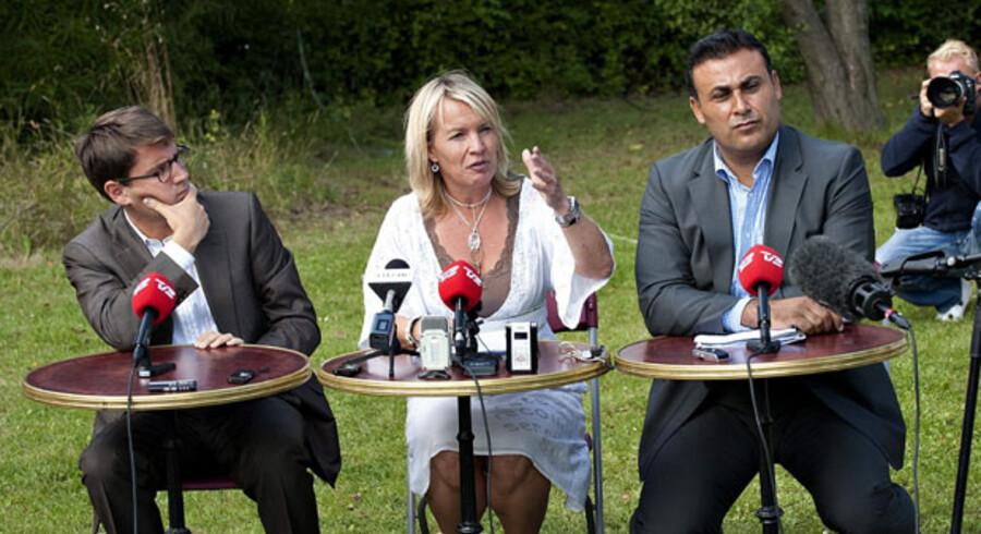 Brian Mikkelsen lader – som resten af den konservative partitop – Naser Khader om at forsvare partiformanden. Foto fra sidste års konservatives sommergruppemøde i Kokkedal.