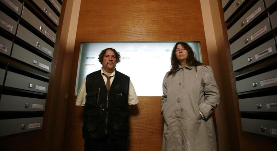 Louise (Yolande Moreau), th., og Michel (Bouli Lanners), tv., er et småtbegavet par med stor dræberlyst på jagt efter onde kapitalister.