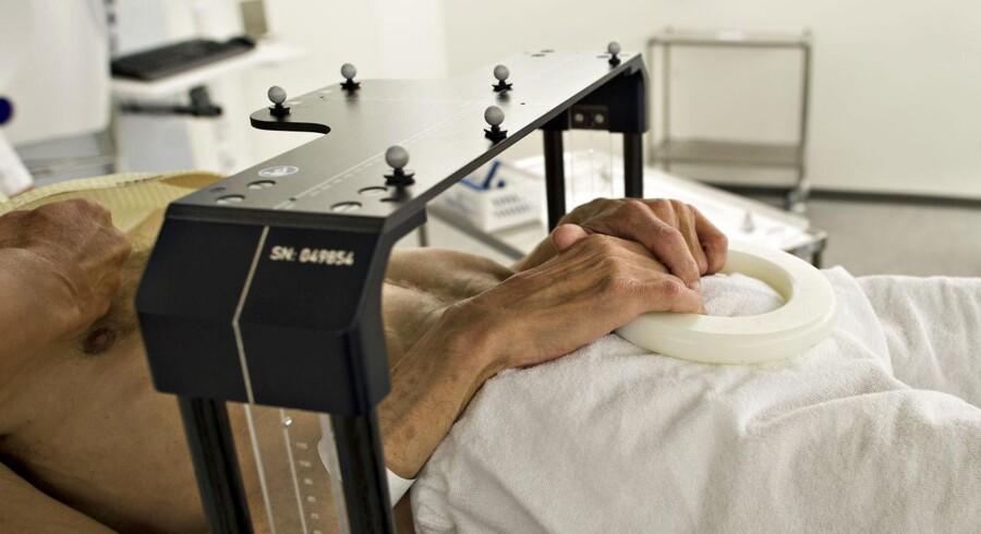 ARKIVFOTO. Strålebehandling af kræft på Odense Universitetshospital. Hospitalerne har svært ved at nå at screene alle for tarmkræft inden for den ventetid, de har krav på.
