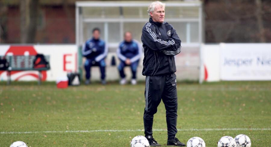 Der blæser kolde vinde ind over det danske fodboldlandshold i denne tid. EM-håbet synes i hvert fald at være kulsort. Landstræner Morten Olsen kan nu varme sig på, at flere topklubber stadig synes, at hans evner er brugbare.