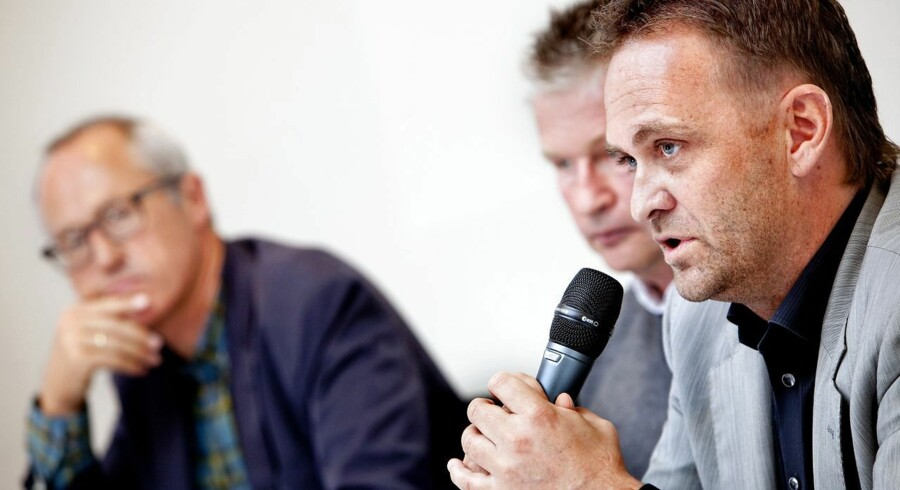 Henrik Bach Nielsen, til højre, profiterede af sit store netværk og to års lobbyarbejde. I baggrunden DIUs direktør, Enver Hansen, og tidligere landstræner Per Bäckman.