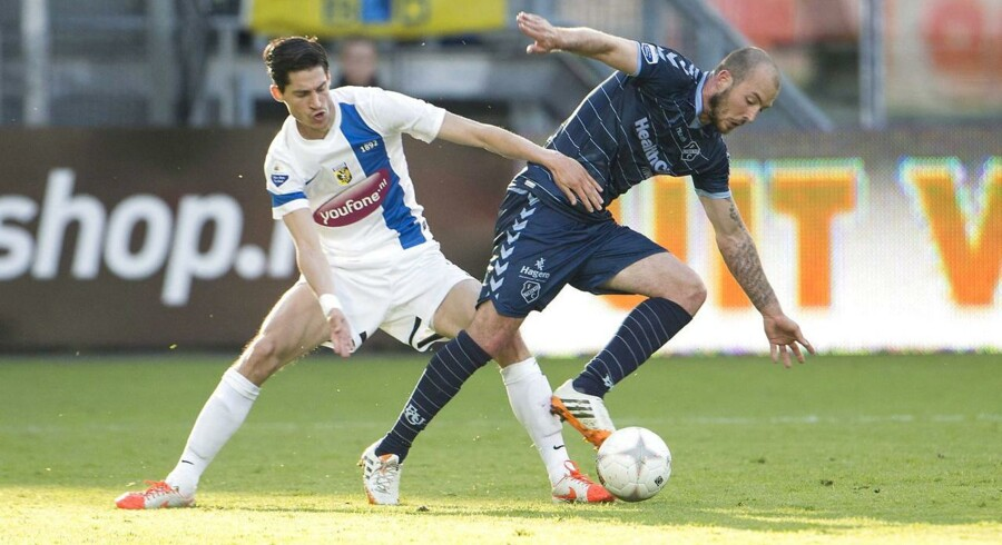 Steve de Ridder (th) i aktion for FC Utrecht. Her ses han i infight med Vitesse Arnhems Marko Vejinovic.