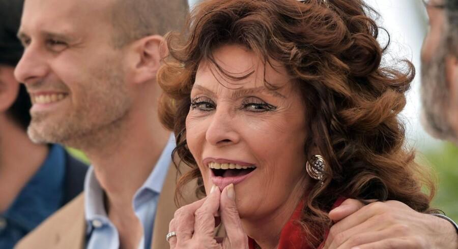 """Sophia Loren med sin søn, Edoardo Ponti, der har lavet kortfilmen """"Voce Umana"""", som hun spiller med i."""
