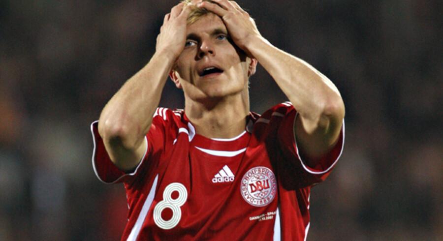 En ærgerlig Jesper Grønkjær kan efter beten mod Spanien godt forstå, hvis danske fodboldfans svigter holdet i onsdagskampen i Parken. Foto: Claus Fisker