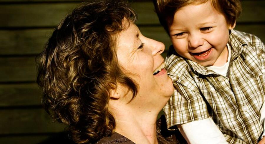Først kommer studierne, så drømmejobbet og så karrieremulighederne, der æder fritiden op. »Og så går tiden,« siger Gitte Radich Jørgensen, der som 38-årig besluttede sig for at blive mor alene. I dag har hun 2-årige Thomas. Foto: Benita Marcussen