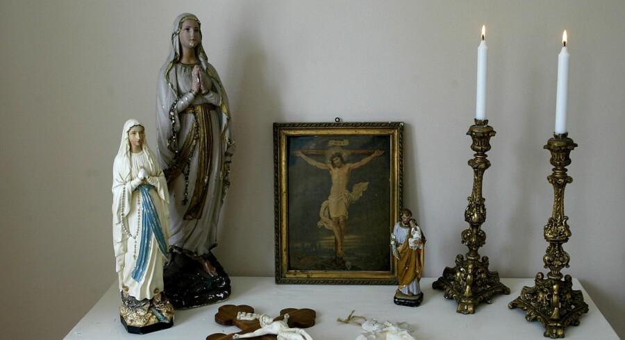 Østjyllands Politi har ikke fundet grundlag for at sigte abbedissen fra Sostrup KLoster, Moder Theresa. Dermed går nonnen fri fra anklager om medvirken til en ældre dement nonnes død i 1993.