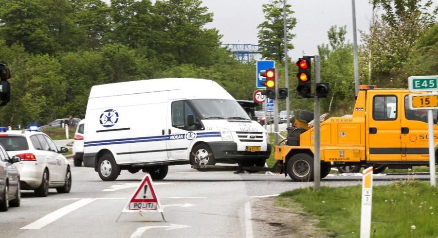 Røveri mod pengetransport ved E45 mortorvejstilkørslen mod nord ved Tilst i Aarhus. Her køres pengetransporten bort.