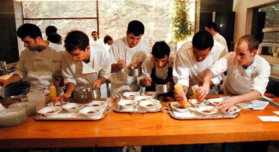 Der er travlhed på restaurant El Bulli i Catalonien 150 km. nord for Barcelona. Den spanske toprestaurant ligger nummer to på listen over verdens dyreste.