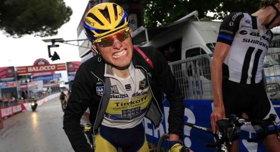 Rafal Majkas blottede tandsæt fortæller sin egen historie om en hård og smertefuld dag på sjette etape i Giro d'Italia. Team Tinkoff-Saxos kaptajn slap nådigt med et tidstab på 49 sekunder til Cadel Evans. mens det gik værre for co-kaptajn Nicolas Roche, som nu er helt ud af klassementet.