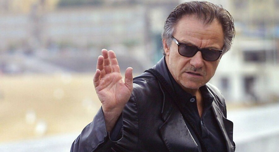 """ARKIVFOTO. Den amerikanske skuespiller Harvey Keitel fylder 75 år tirsdag d. 13 maj 2014. US actor Harvey Keitel arrives at the photocall during the 49th San Sebastian Film Festival, 23 September 2001 in San Sebastian. Keitel, who is among the few US actors who came to the festival, interprets the role of a nazi in Tim Blake Nelson ´s movie """"The grey zone"""", which is included in the official section. This film will compete in the """"Cocha de Oro"""" (Golden Shell), the highest distinction of the festival. AFP Photo Marc Alex"""