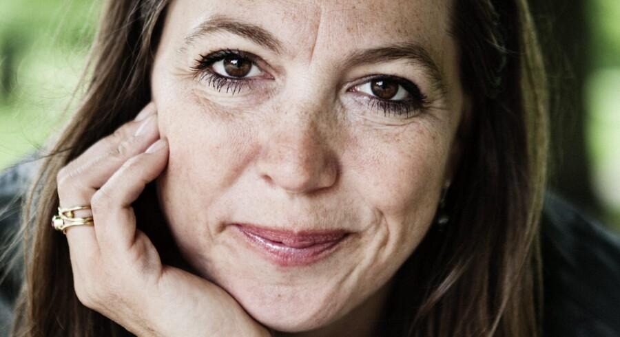 »Jeg er personificeringen af kvinden, som kan klare jobbet, fuldføre projektet, overholde budgettet – plus sælge en masse billetter. Og det gør jeg faktisk,« siger Kathrine Windfeld om jobbet som »udlånt« filminstruktør i Sverige.