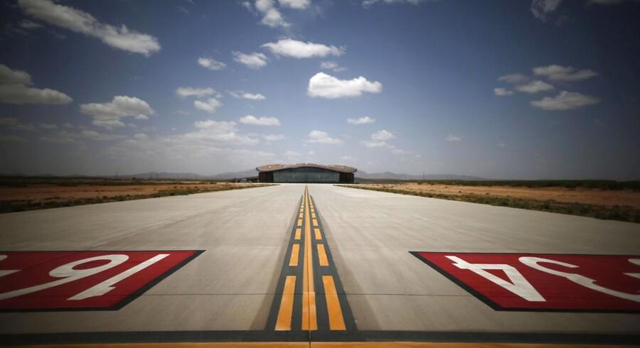 Midt i New Mexicos ørken ligger en rumlufthavn, der er verdens første bygget specielt til rumturisme. I den nærmeste by, Truth or Consequenses, er indbyggerne positive og håber på, at lufthavnen vil skaffe jobs og turisme til området.