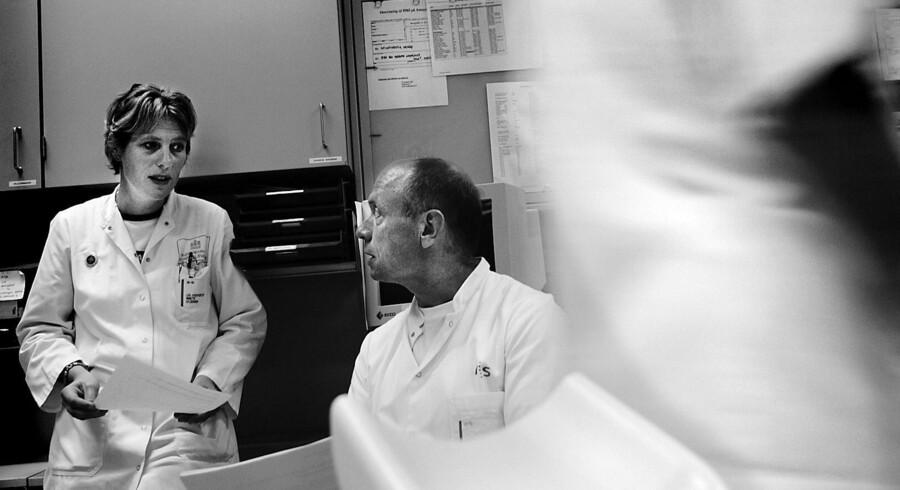 Utilfredsheden blandt læger og plejepersonale er betydelig, da djøf-kulturen ændrer fagfolkene fra mennesker med mentalt engagement til regelstyrede kontrolrobotter, skriver Mogens Christensen.