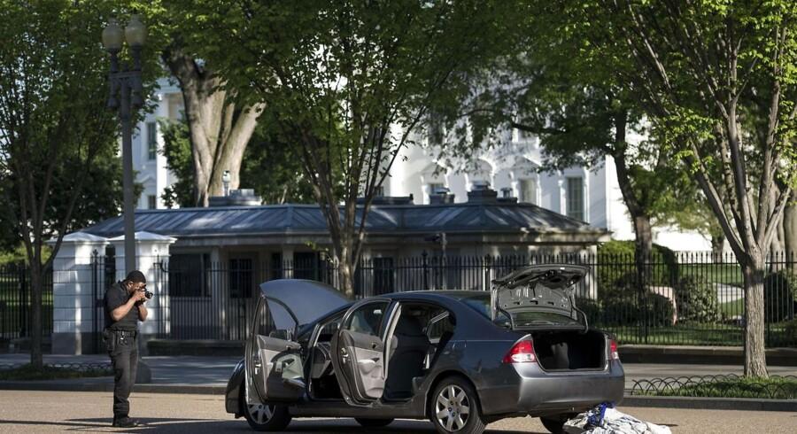 I den time, hvor bilen blev undersøgt, kunne folk hverken forlade eller komme ind i Det Hvide Hus.