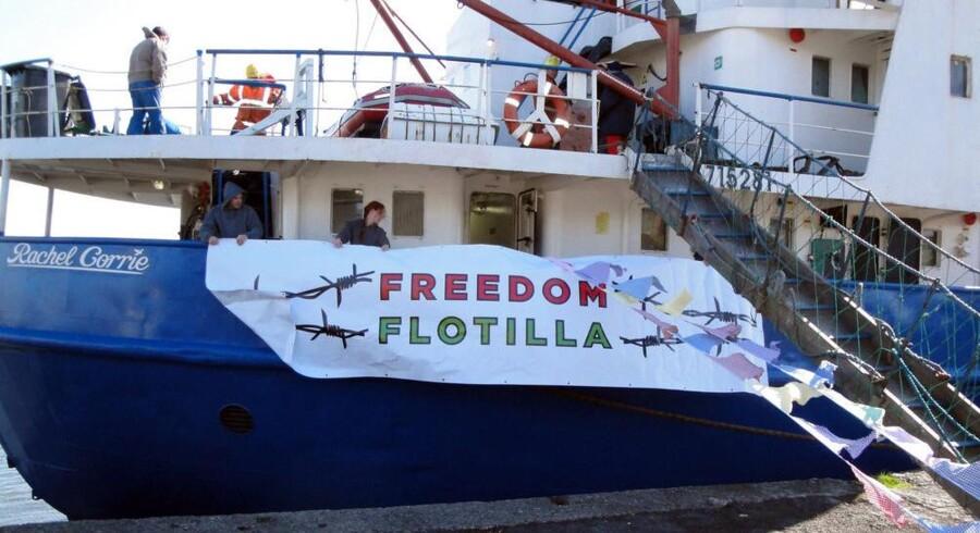 Nødhjælpsskibet Rachel Corrie forsøger at nå Gaza Striben med lasten fuld af nødhjælp. Israel har på forhånd bebudet, at skibet under ingen omstændigheder kan lægge til i Gaza.