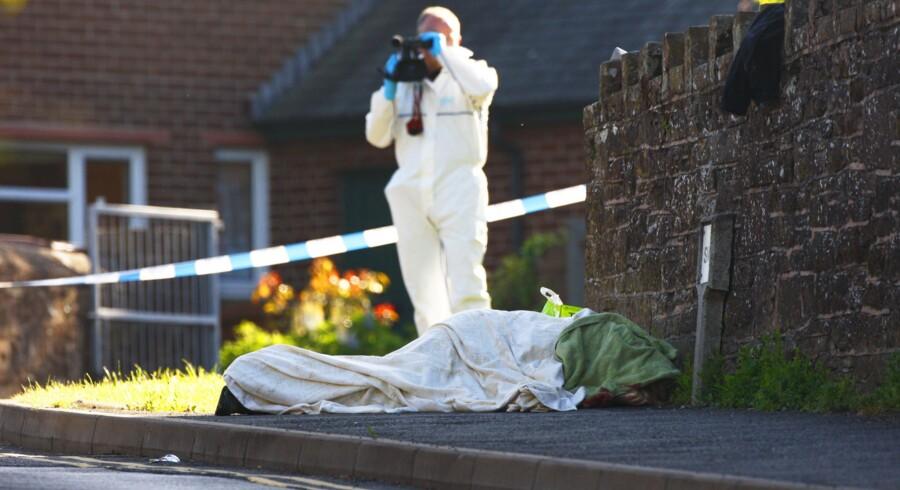 England er i chok ovenpå massakren i går. 12 mennesker blev dræbt, da en 52-årige Derrick Bird gik amok i det smukke område omkring Lake District i den nordvestlige del af England.