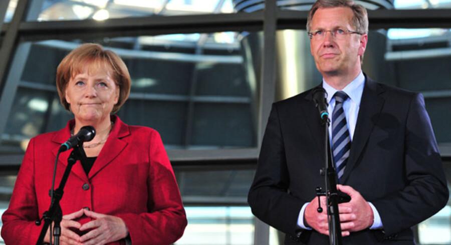 Angela Merkel måtte se sin yndlingskandidat vraget og præsenterede i stedet torsdag aften Christian Wulff som forbundspræsident.