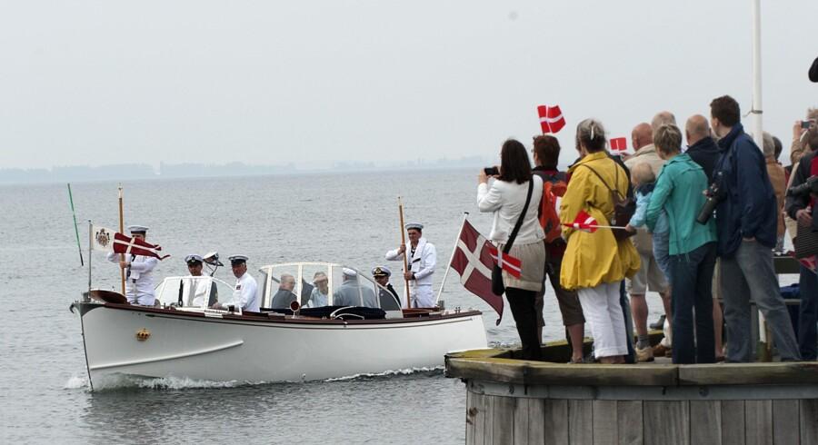 Dronning Margrethe og prins Henrik besøger Femø, som en del af første sommertogt med kongeskibet Dannebrog.
