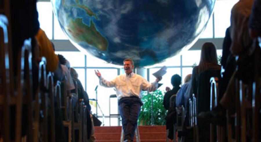 Før syndefaldet: Ted Haggard taler til sin hastigt voksende menighed i 2002 i The World Prayer Center i Colorado Springs, før det kom frem, at han dyrkede sex med en mandlig prostitueret. Foto: Andy Rogers/AP