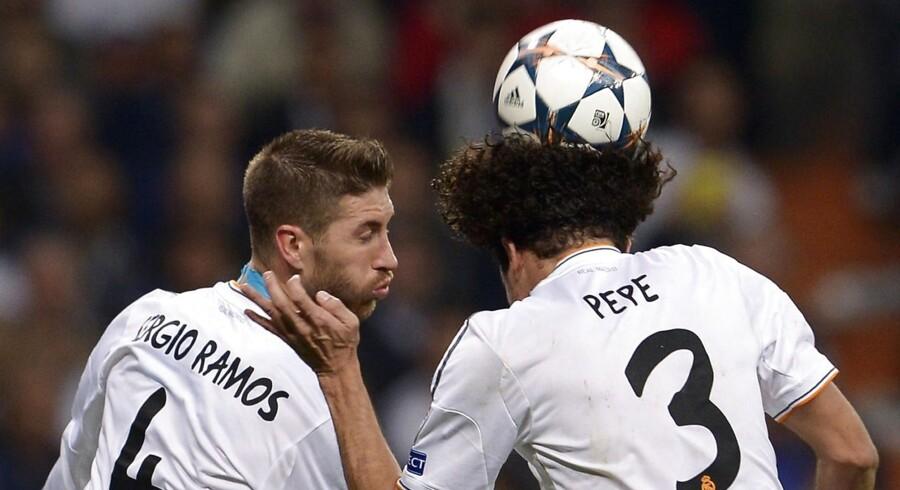 Real Madrid's midterforsvarere Sergio Ramos og Pepe lukkede af for Bayern Münchens offensive maskine med alle midler.