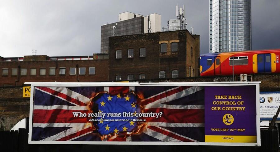 Med en stærkt EU-kritisk kampagne, der tager afsæt i arbejdskraftens fri bevægelighed og det faktum, at mange briter frygter for deres job, ser EU-modstanderpartiet UKIP ud til at få et flot valg i Storbritannien.