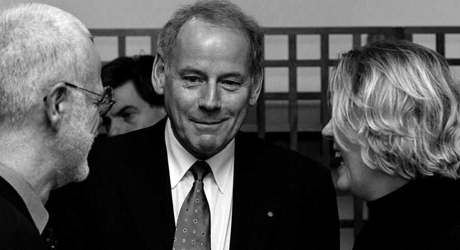 Ved uddelingen af Den Berlingske Fonds Hæderspris i 2000 taler Augustinus her med forhenværende generaldirektør for DR, Christian Nissen, og forvenværende direktør for Statens Museum For Kunst, Allis Helleland. Arkivfoto: Morten Juhl
