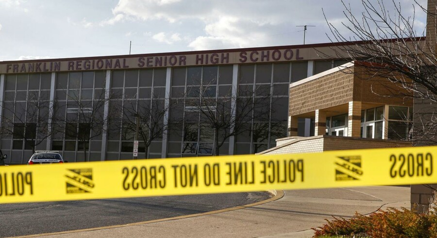 Den 16-årige studerende, som onsdag sårede 21 på Franklin Regional High School i Pennsylvania angrer, fortæller hans advokat.