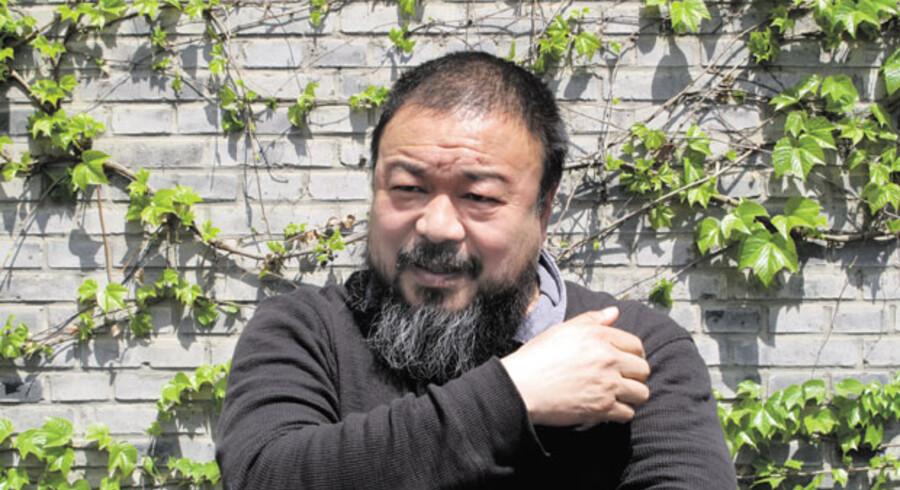 Ai Weiwei, der har udført videoinstallationen Shanghai-København, bliver ikke nævnt af kinesisk TV i forbindelse med omtale af installationen.