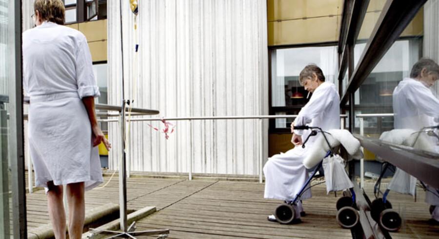 Foran lukning. Læger og sygeplejersker i Region Hovedstadens sundhedsvæsen er klar til at acceptere lukning af en stribe mindre hospitaler, som et flertal af politikerne i regionen er på vej til at blive enige om.
