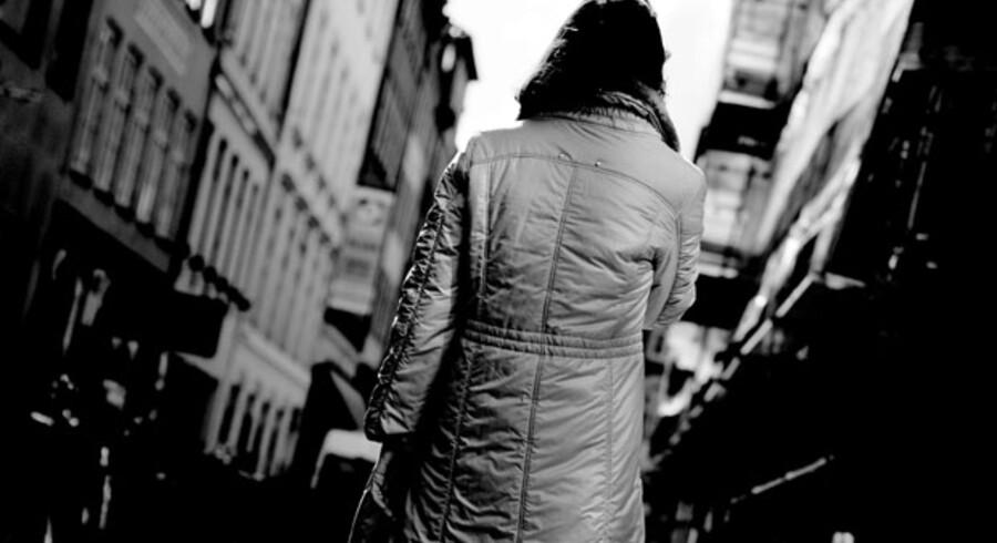 Margit blev i midten af 1990erne udsat for et voldtægtsforsøg fra en katolsk præst, der befamlede hende og skubbede hende mod et skrivebord, hvor to kondomer lå klar. Margit fortalte om overgrebet til sognepræst Niels Engelbrecht. Hans løsning var ikke at anmelde sagen til politiet, men at flytte Margit til et andet sogn.