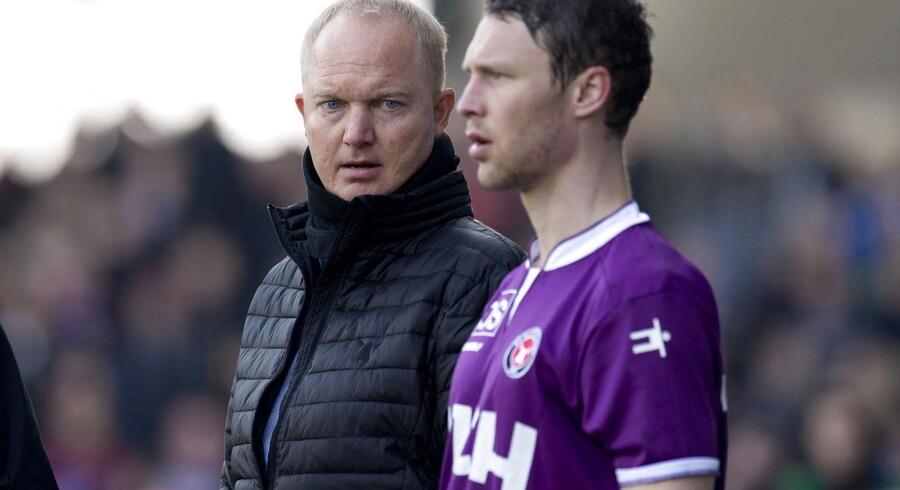 Glen Riddersholm ville have sin spillere, heriblandt Eyjolfur Hedinsson, til at smide den mentale dyne, som træneren mener har lagt sig over truppen i takt med, at forventningerne er vokset.