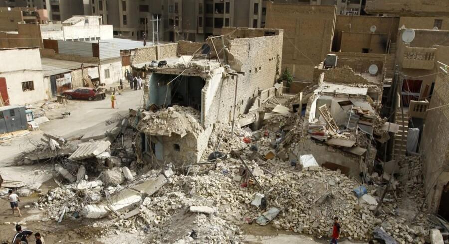 Koordinerede bombeangreb tirsdag ødelagde syv bygninger i Iraks hovedstad Bagdad.