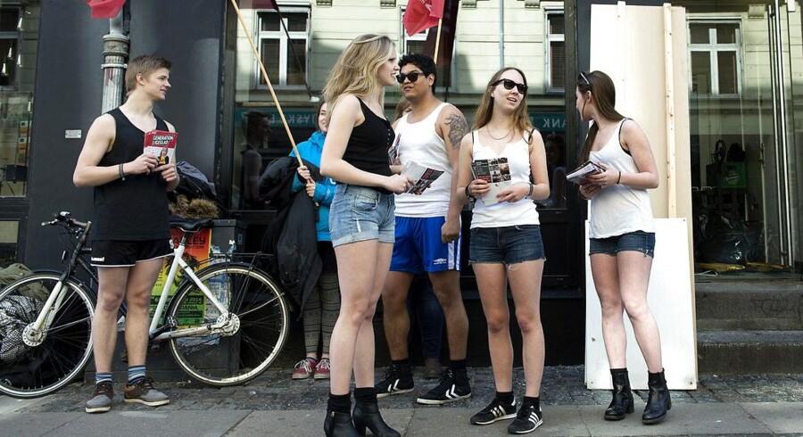 DSU demonstrerer mod ny burger-pub i København.