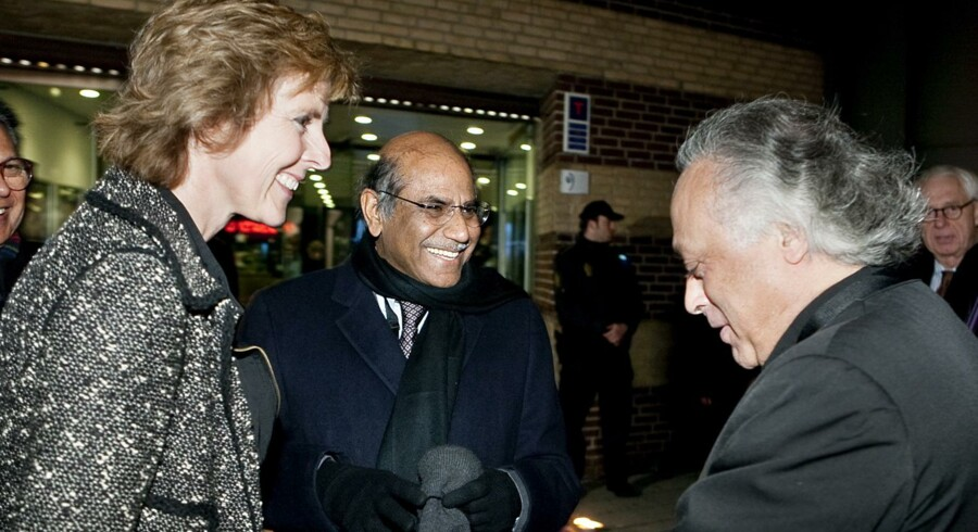 Så glade var Connie Hedegaard for at se Indiens miljøminister Jairam Ramesh (th) i København 15. november 2009.