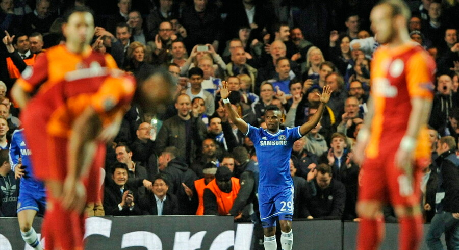 epa04131390 Chelsea's Samuel Eto'o celebrates scoring a goal during the UEFA Champions League round of 16 second leg soccer match between Chelsea FC and Galatasaray Istanbul at Stamford Bridge in London, Britain, 18 March 2014. EPA/GERRY PENNY