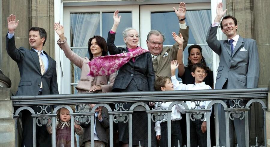 Dronning Margrethe med familien på Amalienborgs balkon ved sin fødselsdag sidste år.
